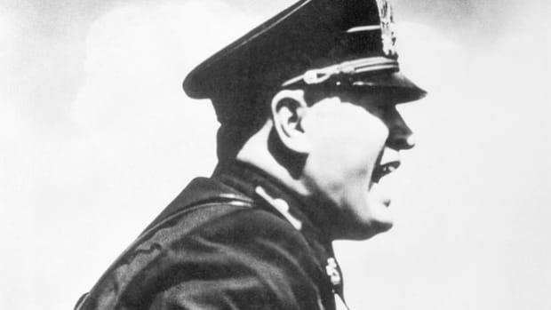 how did benito mussolini attempt to increase italy's power?-2