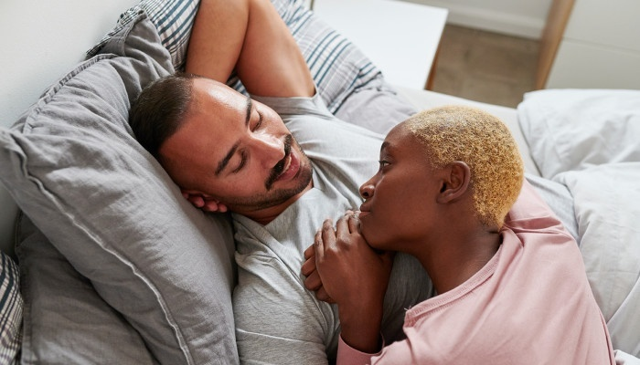 what type of love is playful and flirtatious, involving no long-term commitment?-2